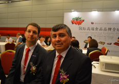 Ignacio Caballero Torretti Marketing Manager of Chilean Fruit Exporters Association, and to the right Juan de Dios Salinas J. General Manager Kingship Fruit Chile S.p.A.