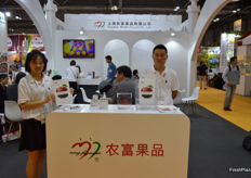 Lisa Zhao and Kevin Ma of Shanghai Nongfu Fruit Co., Ltd.