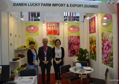 In the middle, Zhiming Chen, Managing Director of Xiamen Lucky Farm Import & Export (Sunmei).