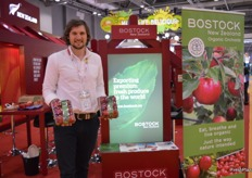 Gus Ross from Bostock New Zealand with organic apples.