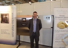 Stephen Meenaghen shows the new machines from BioFresh, including the Ethylene Management System.