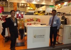 Minette De Asis and Ravi Nandi from Rainbow International promoting grapes and mangos from India.