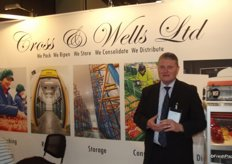 Jim Dealins at the cross & Wells stand, the company are involved in storage, packing and distribution of fruit.