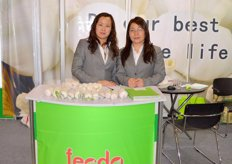 Sales Executives of Fecdo-China: Christine Jiang and Amanda Lee, offers fresh garlic and garlic products; equipped with modern packing house and cold storages