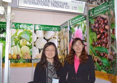 Sheena Xie and Christy Zhu of Jining Golden Longyuan.. the main products are garlic, ginger, apple, pear, pomelo, chestnut