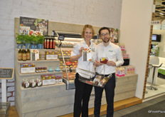 Lotte Mooij and Stefan Spanjaard from Driscoll's with a shopping cart filled with various ingredients that suits perfect with berries. On the left ingredients for Couscous and on the right cupcakes.