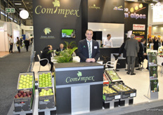 Eric Guasch from Comimpex promoting the brand Green Amber
