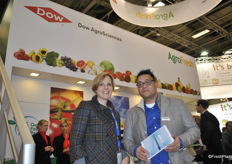 Yvonne Harz-Pitre from AgroFresh and Erwin Salomon from Van Amerongen celebrate a new partnership to market a new technology for Advanced Control Respiration (ACR) that will combine new equipment and control systems with a comprehensive set of fruit quality management services.