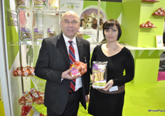 """Yves Gidoin and Stéphanie Moyou from Fleuron d'Anjou promoting the Shallots and the ""old"" vegetables."""