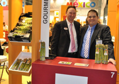 Edwin Jansen from Bud Holland and Patrick Cortes from Gourmet Trading romoting the asparagus.