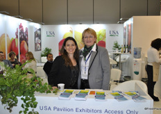 Anna Bieneck Shaw and Dorothea Baxter promoting Fruit Logistica in North America.