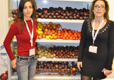 Ronit Ganigar (on the left) with her colleague from Ben-Dor Fruits. They develop new fruit varieties with a special emphasis on flavour and aroma