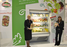 Eileen Haas and Katrin Geisthardt for Eisberg, Switzerland. They won the Fruit Logistica Innovation Award 2014, with the 'BBQ grill mix'. Congratulations!