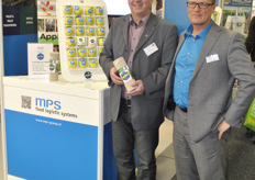 Franz Rahm and Sander Bakker for MPS food logistics and Apple to go, Austria and The Netherlands. It is a cooperation between the two companies. The apples are laundered and put into a film packet which protects them from environmental impacts. The packaging is from MPS food logistics.
