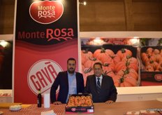 Francesc and Joan Llonch presenting the Monterosa tomato, of traditional Mediterranean flavour and harvested in winter.
