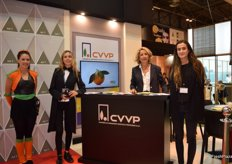 Reyes Moratal, manager of CVVP, next to his colleagues at the stand, presenting the new ultra early Navel M7 orange.