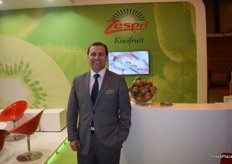 Enrique Guío, manager of Zespri Ibérica, promoting the Sungold yellow kiwi.
