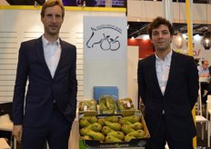 Devos Group, Pieter Devos and Dries Vanrijsselberghe promote their class 1 top fruit products.
