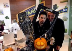 Stand of Kernel Export, promoting its pumpkins for Halloween, with its marketing manager Ian Claydon and Joel Pitarch, of FreshPlaza. Who is the scariest of the two?