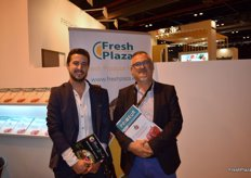 On the left, Vicente Benavent, manager of Wonder Fruit Spain, next to his father Vicente, manager of Puerto Transit, visiting the stand of FreshPlaza.