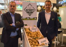 Stefaan Delmeire of Binst and Francis Binst are glad to pose with their new potato strains for the Mediterranean market. Soraya and Allora are strains that do well in dryer circumstances such as in the Mediterranean climate. Allora is an early strain with high yields and a homogeneous shape.