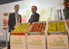 Fruitmasters, Fabien Dumont and Bertrand Gremon. The Migo pear is a club strain that is cultivated exclusively for Fruitmasters. Volumes are available! The pear is supplied in flowpack in a cardboard dish, besides in cardboard packaging. This pear is easy to eat (the friendly pear) thanks to its hearty structure and pleasant bite, and is semi-sweet of flavour.