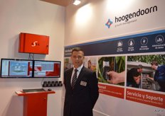 Hoogendoorn Growth Management, Bert Jan Nolden. This company develops regulation systems for horticulture. By receiving and sharing knowledge form the sector, the horticulturalist is provided with information, with the help of measuring and regulating technology. In cooperation with Svensson, the project 'connected screening' was set up. Svensson supplies screening canvasses with various characteristics. By adding measuring points inside and outside of the greenhouse, Hoogendoorn collects data that uses this information in its systems. Horticulturalists receive information in this manner that helps them with the so-called 'new cultivation' (HNT). The new cultivating means energy-conserving cultivation while at the same time achieving an optimum production. HNT uses scientific knowledge to optimally control the cultivation in temperature, humidity, CO2 measurement, light and screens, among other factors.
