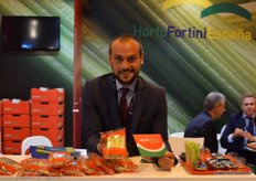 Alessandro Fortini, of Horto Fortini España, promoting its new product: Ready-to-eat snacking celery.