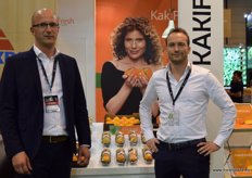 Kaki Fresh, represented by Peter de Jong and Kees van der Heuvel, renowned for their premium quality kakis.