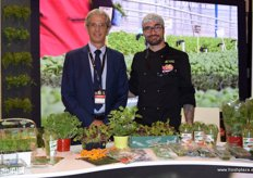 "Ideal Chef stood out with its aromatic presentations of gourmet dishes prepared with the herbs promoted at the fair. In the photo, Ramón Morcillo and Alberto, of ""El pollo Rockero""."