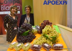 Helena Nuñez and Elisa Martínez, of Apoexpa. Spanish company devoted to the production of grapes.