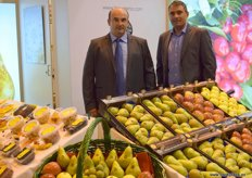 La Queleña, a company devoted to the production of fresh fruits and nuts, represented by Diego Yanguas, accompanied by José Verdial, of Knauf Industries.