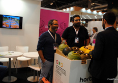 Miquel Caraça and Filipe Henriques, of Hortomelão, having a conversation at the stand.
