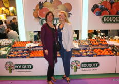 The kakifruit season of Anecoop is about to start again. Johanna van Broekhoven and Lisan van Koppen are looking forward to it.