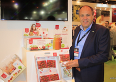 Paul van de Mierop of Den Berk presents 'Miss Perfect' at the booth of Veiling Hoogstraten. Den Berk is working on a new packaging, tomato juice, and recently won a price for most flavourful tomato.