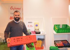 Hakan Nikbay, vicepresident of Ay-kasa Folding Crates is holding the comfort box with the special lock. They are also known for the patented 'minibox'.