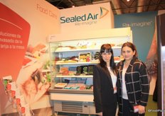 The ladies of Sealed Air. On the left: Vanessa Guerrero and her colleague.