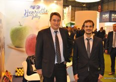 Olivier Maugeais and Fabien Bessonnet from Pom Evasion promoting their apples from now on by the brand. Henriette Jolly is for the French and Spanish market and for the other markets they use Select Fruit.