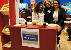 Paola Caballero (Capach), Loli Sánchez (CitruWorld Spain) and Myra, who was helping at the stand of Mexico Market.