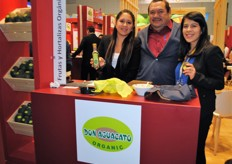 The Don Aguacato team with their new product: avocado oil. Not very popular in Europe, but very good for your health.