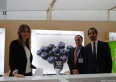 Carlos Stabile, of Samconsult, also known for the Argentinian Blueberry Committee (ABC) present at the Extraberries Argentina stand with Carla Ginovilli and his colleague.