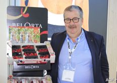 Philiep Willems from BelOrta with the soft fruit. According to him, there was much interest in these products.
