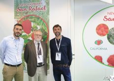 The Spanish company Viveros California presented a new raspberry variety and a new strawberry variety. The raspberry variety is San Rafael. Javier Marrufo on the left.