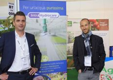 Harm Vogels and his Italian colleague Stefano Uggeri present Intra Hydrocare for horticulture. Intra Hydrocare is a cleaning and disinfecting tool.