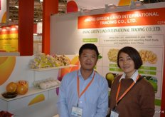 There were also many Chinese companies at the trade show. They trade primarily in garlic, grapefruit and industry vegetables. Jining Greenland Int. Trading, Frank Hao and Jenny.