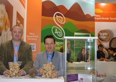 White Lion Foods from Peru, Byron Machuca on the right. This company supplies, inter alia, nuts. Brazil nuts are scarce at the moment and prices have climbed to between $16 and 20. The normal price is $8. Byron expects a larger crop in 2018. He bases this on the fact that that there is a large crop of coconuts at the moment. This is always an indicator that the Brazil nut crop will also be larger.